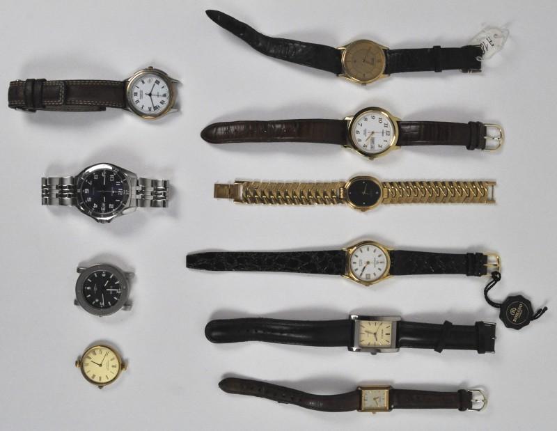 Een lot van 10 verschillende horloges.