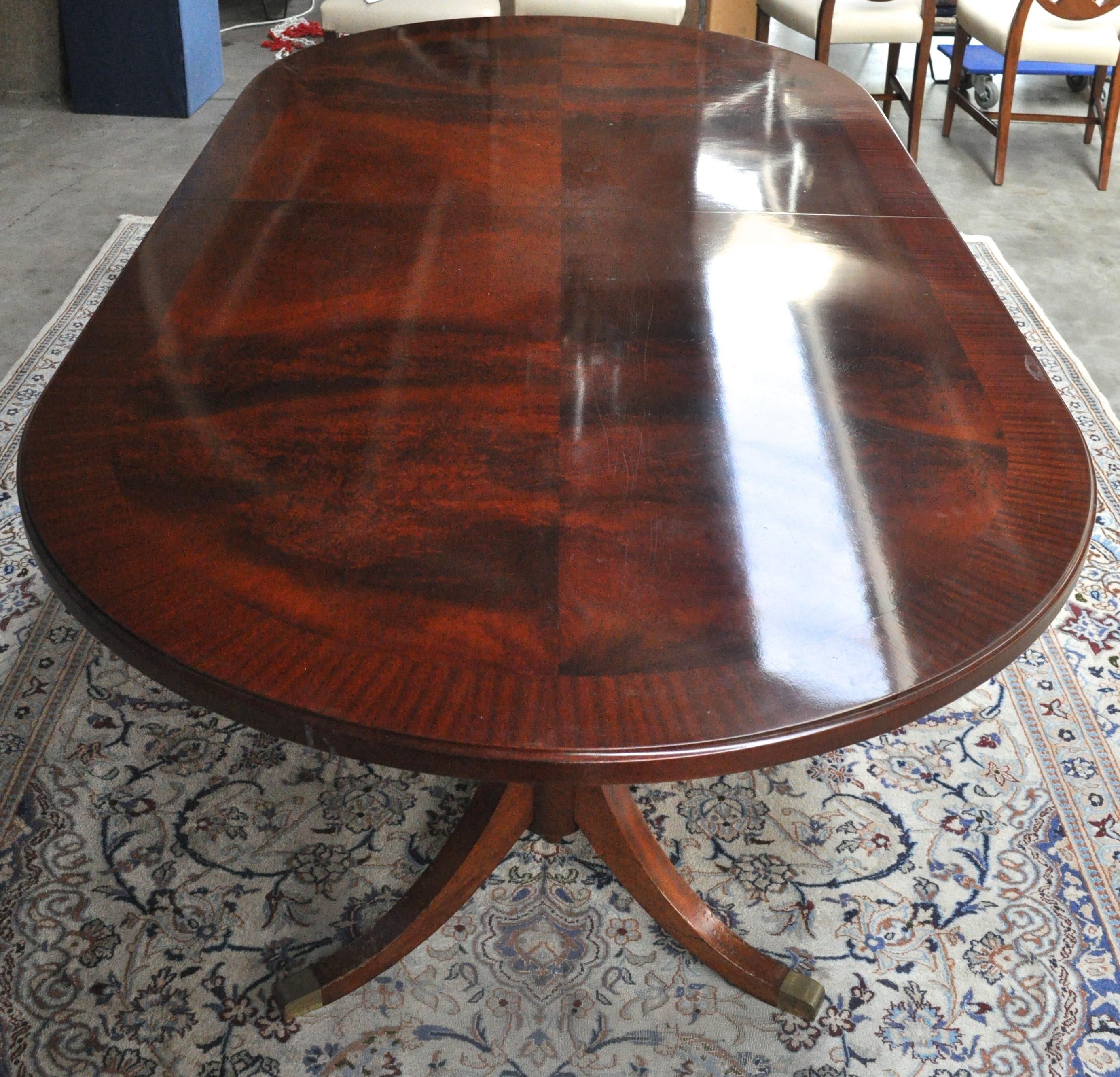 Een ovale mahoniehouten tafel in regency stijl met twee verlengbladen jordaens n v veilinghuis - Tafel een kribbe stijl industriel ...
