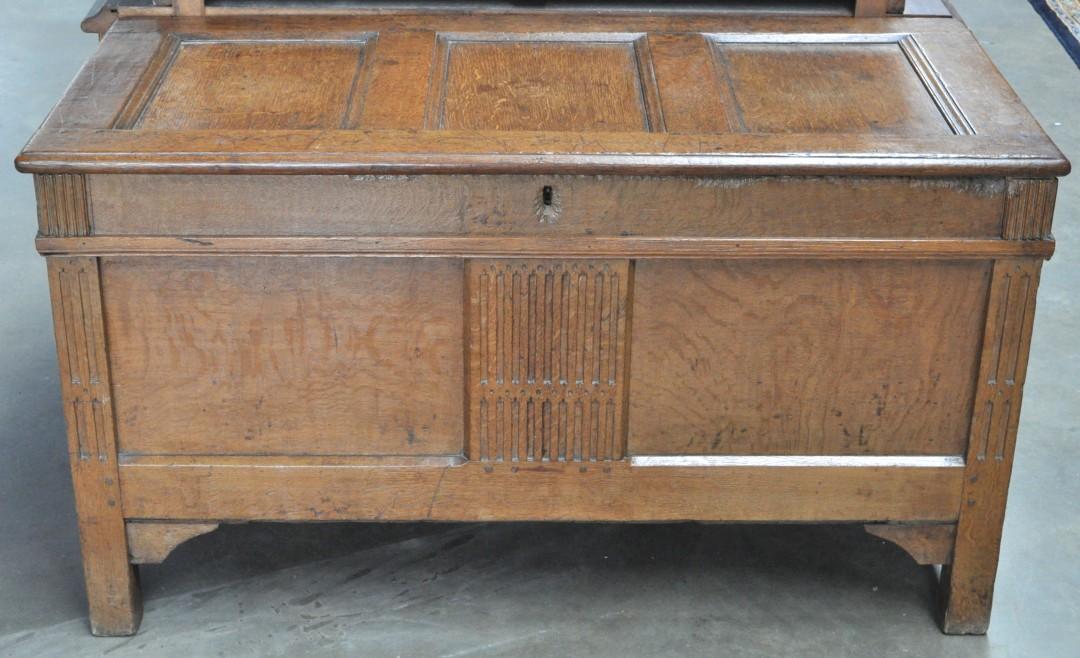 Eikenhouten koffer met een sober versierd middenpaneel vooraan begin xixde eeuw jordaens n v - Stijl asiatique ...