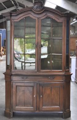 Een ronde tafel op centrale poot van mahoniehout in regencystijl met zes bijpassende stoelen - Tafel met chevet ...