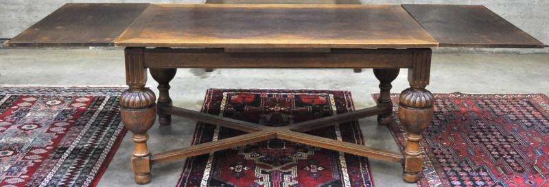 Een rechthoekige tafel van gesculpteerd eikenhout in renaissancestijl jordaens n v veilinghuis - Tafel met chevet ...