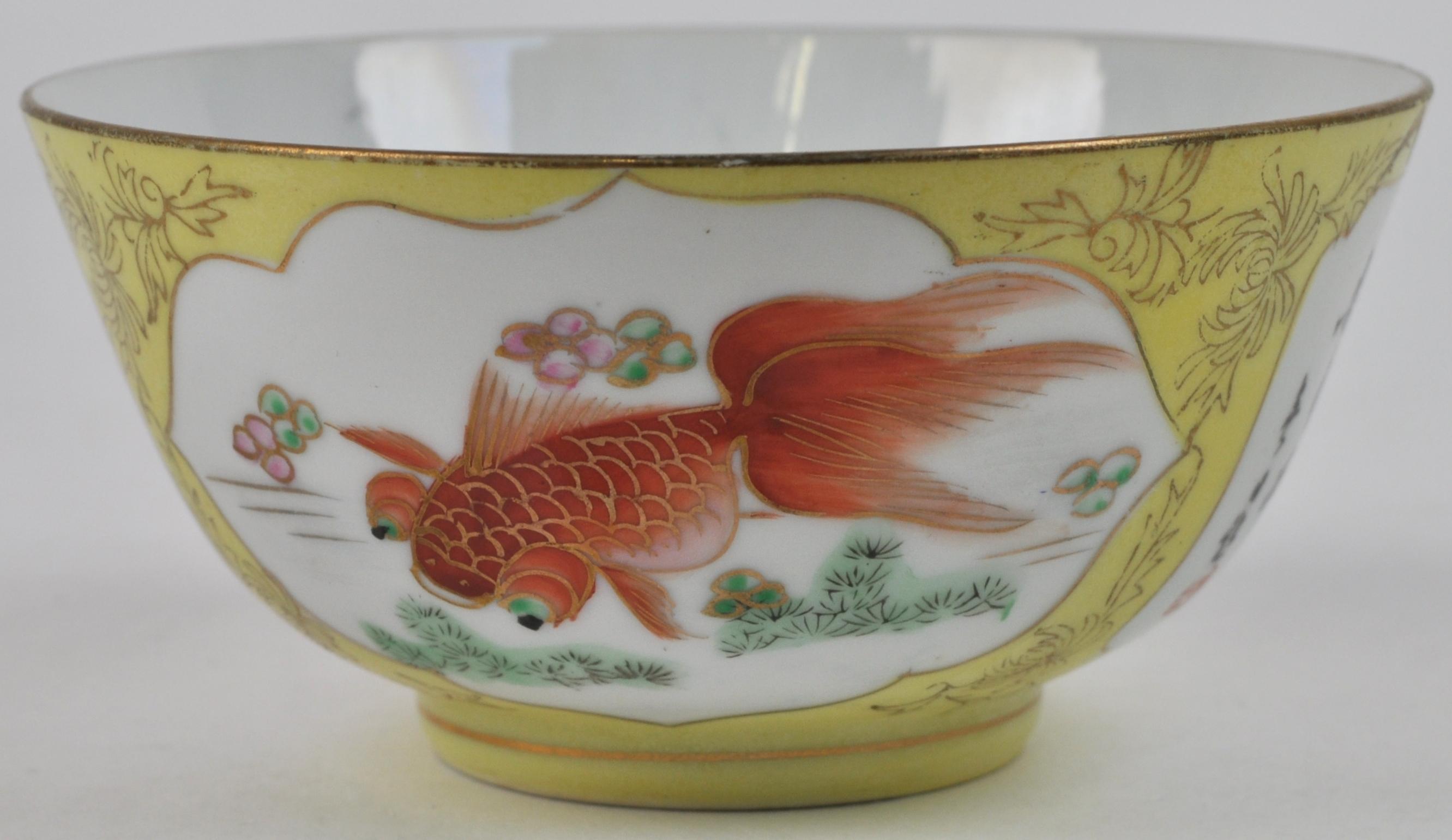 Chinees Porselein Merktekens Japans Porselein.Een Kommetje Van Meerkleurig Chinees Porselein Met Een Decor Van
