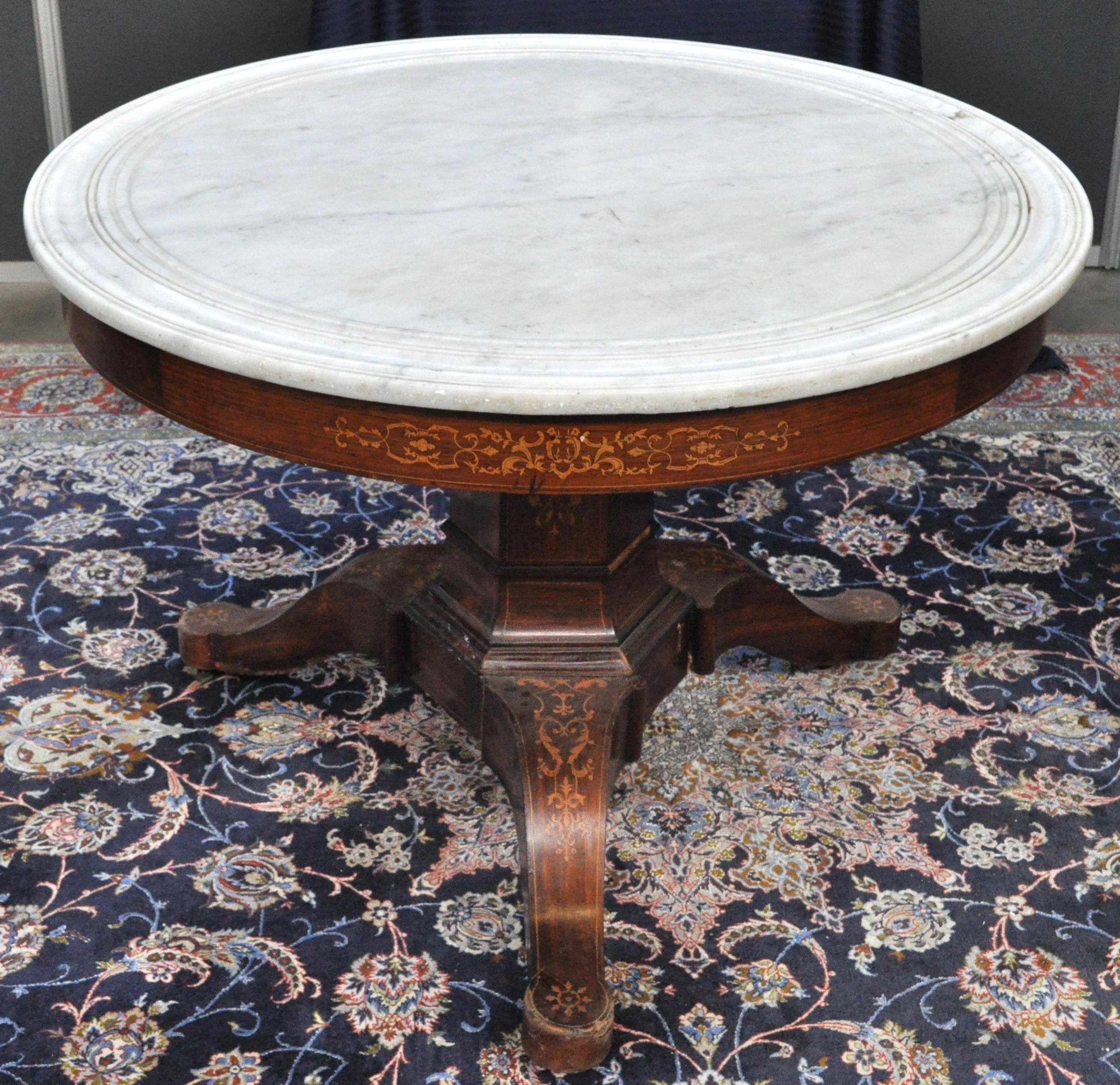 Uitzonderlijk Een ronde tafel op zeshoekige centrale poot in Directoire-stijl  RL79