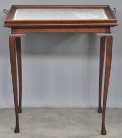 Een salongarnituur in lodewijk xv stijl bestaande uit twee armstoelen en een salontafel van - Tafel met chevet ...
