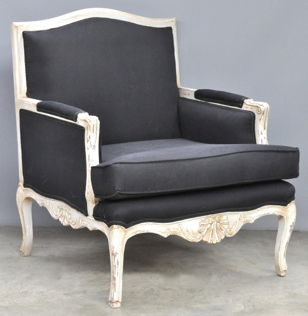 Een fauteuil la reine in lodewijk xv stijl van witgepatineerd met zwarte bekleding jordaens - Garderobe stijl van lodewijk xv ...