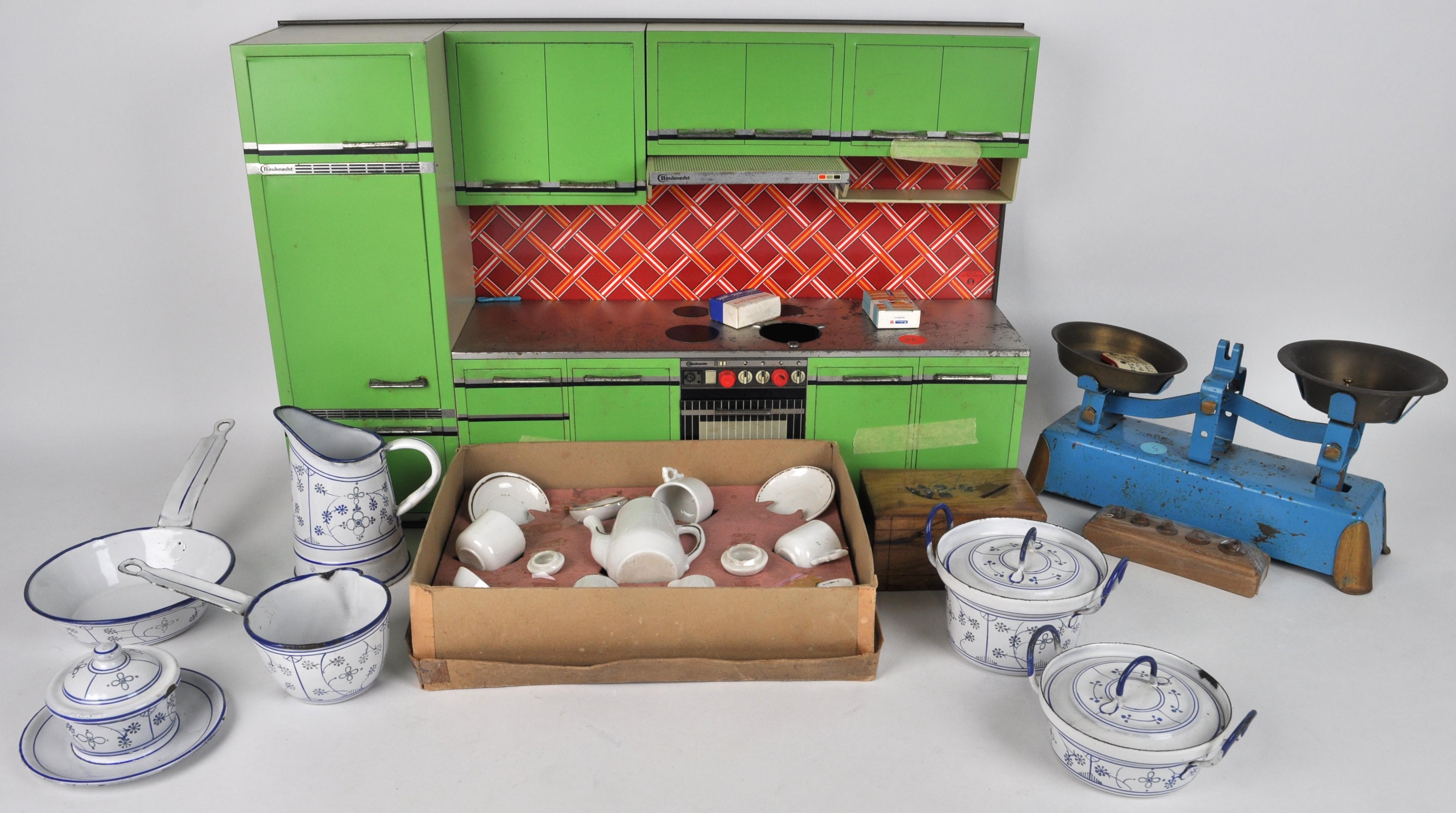 Houten Speelgoed Keuken : Lot speelgoed een blikken keuken een houten spaarpot een kleine
