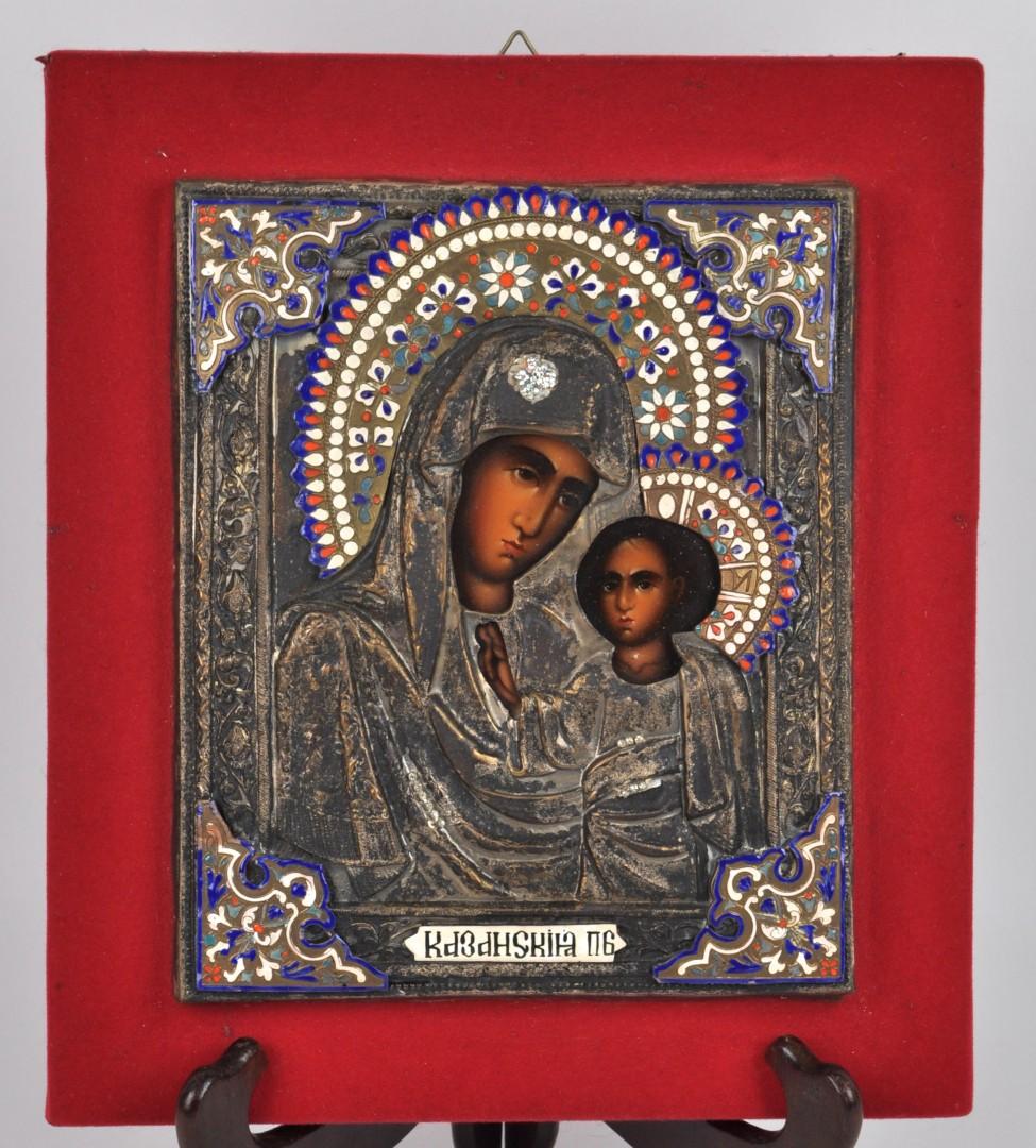 """""""Heilige moeder met kind"""". Een Russisch icoon met rizza van verzilverd koper met geëmailleerde details. XIXe eeuw."""