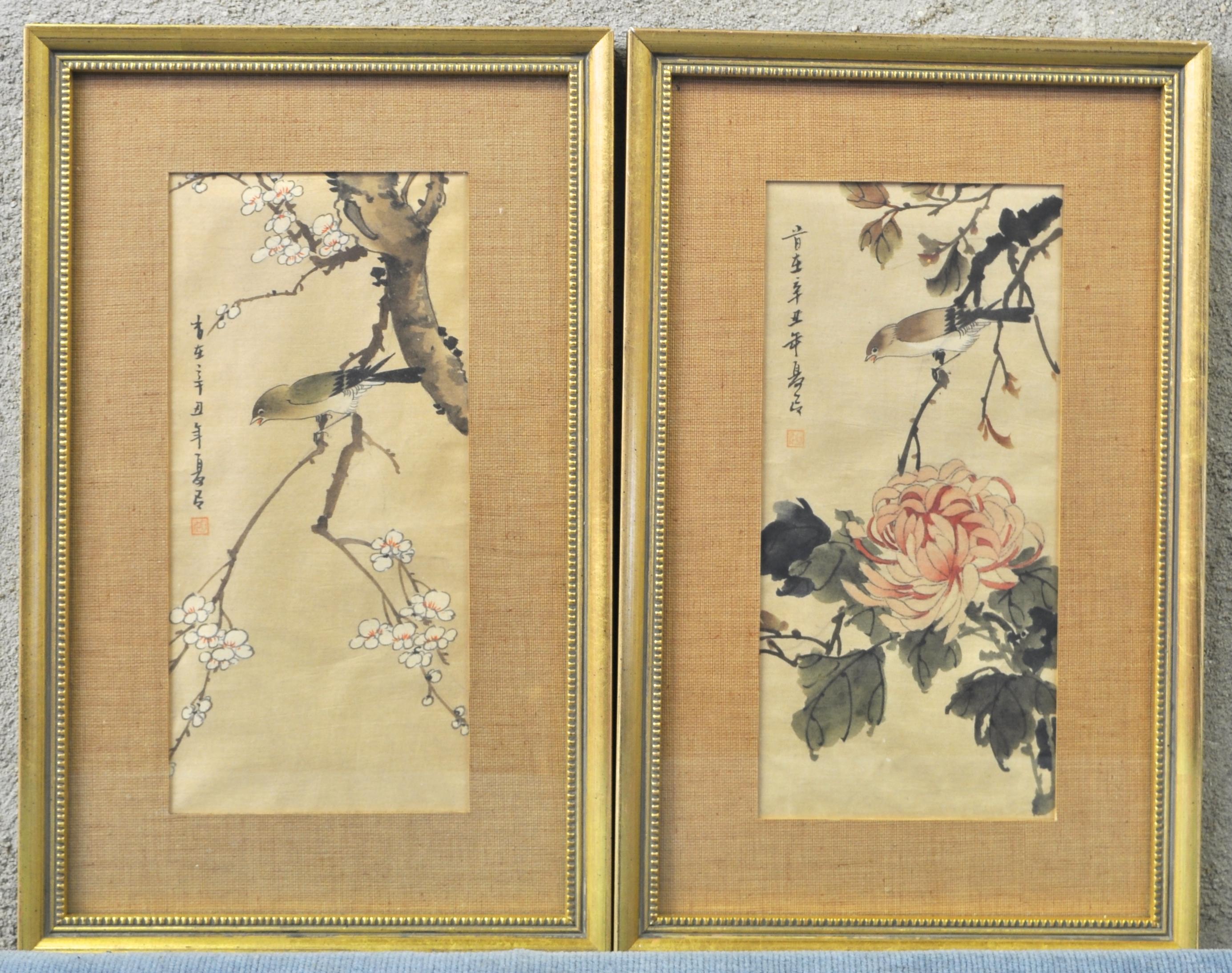 Twee Chinese aquarellen op linnen met voorstellingen van een vogel ...