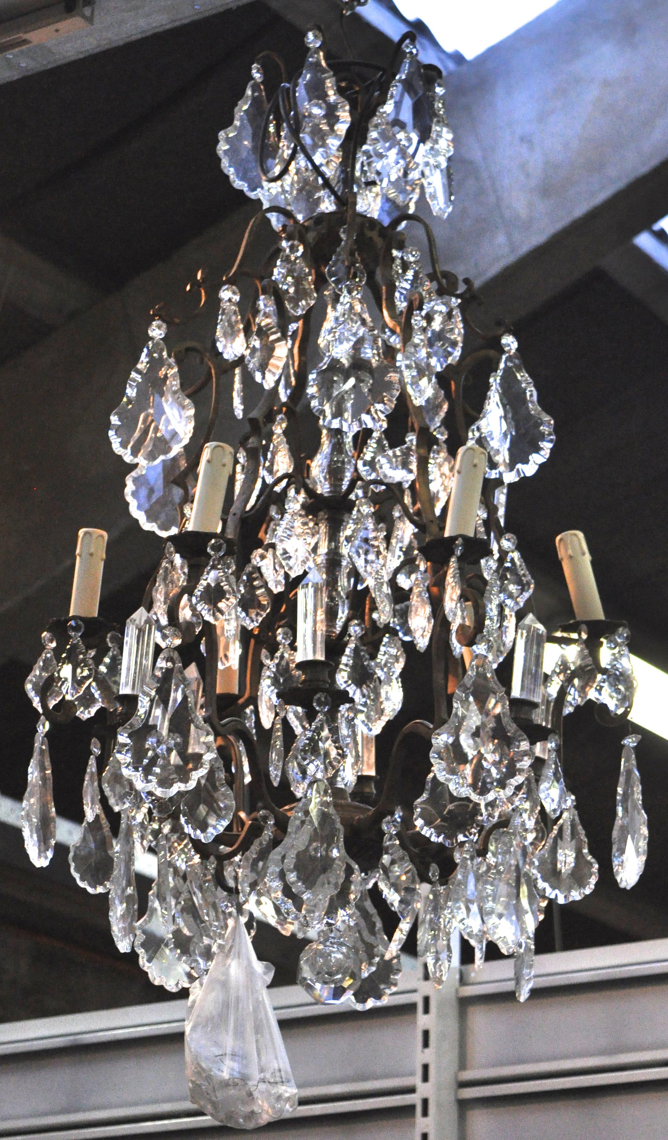 Een luchter van brons met geslepen kristallen pendeloques in lodewijk xv stijl jordaens n v - Garderobe stijl van lodewijk xv ...