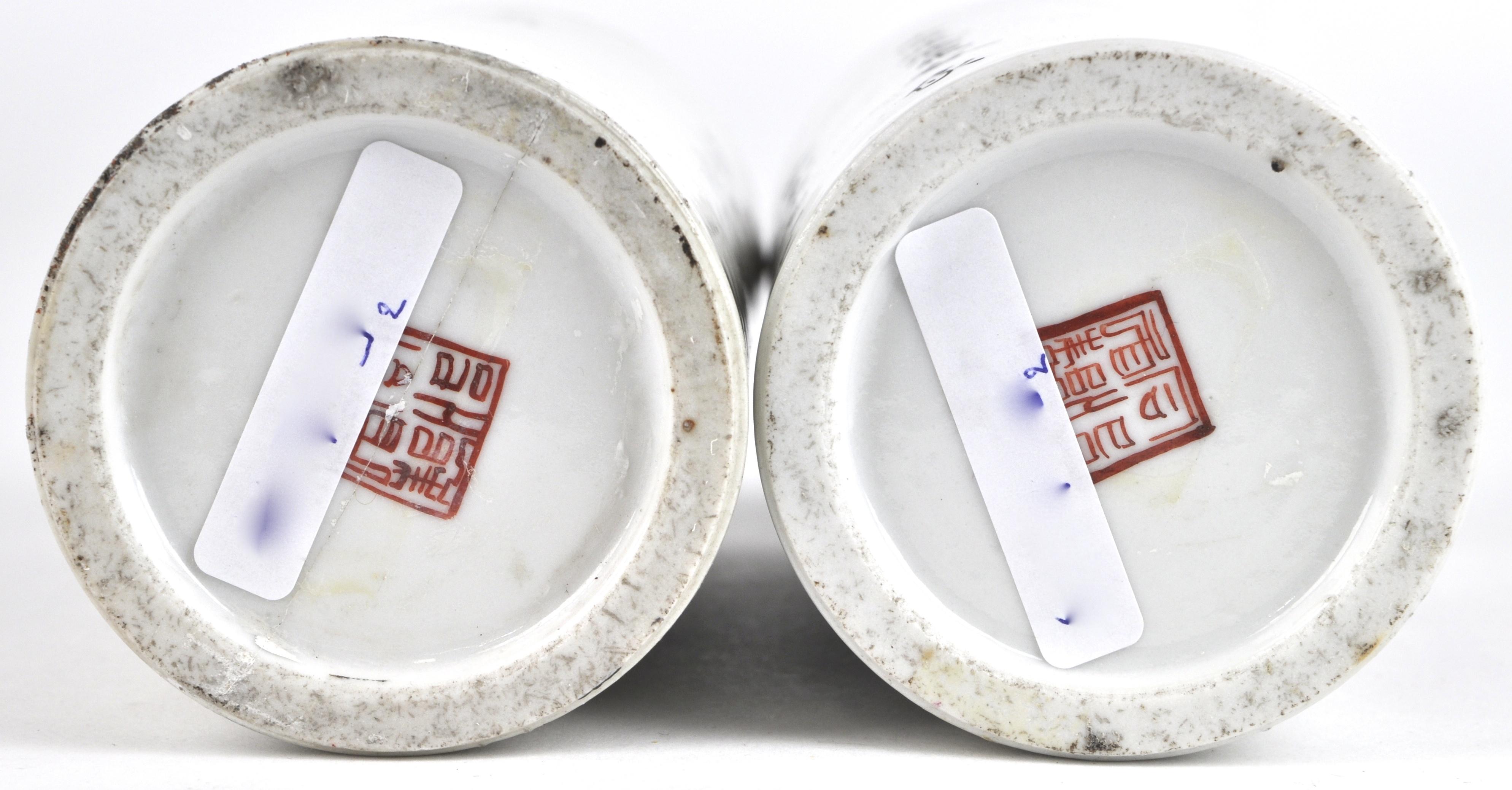 Chinees Porselein Merktekens Japans Porselein.Een Paar Penseelkokers Van Chinees Porselein Versierd Met Een