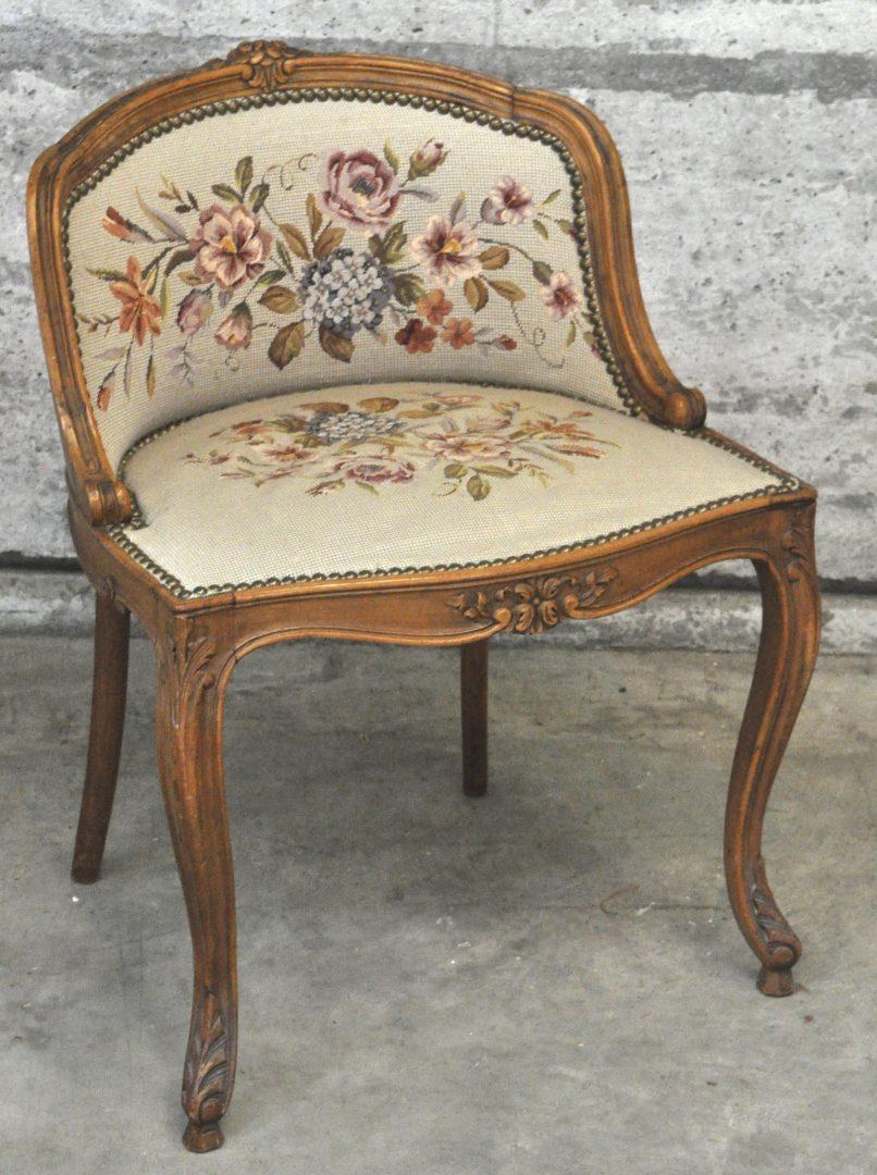 Een klein bijzetstoeltje van gesculpteerd notenhout in lodewijk xv stijl bekleed met naaldwerk - Garderobe stijl van lodewijk xv ...