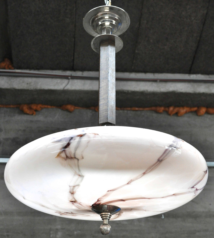 Een luchter van metaal en hout met een glazen coupe tijdperk art deco jordaens n v veilinghuis - Metaal schorsing en glazen ...