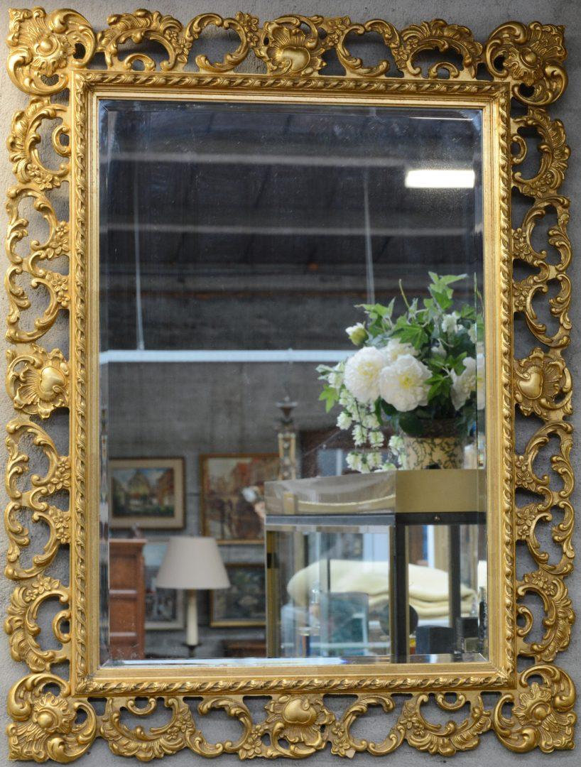 Een spiegel van verguld hout in barokke stijl jordaens n v veilinghuis - Barokke stijl kamer ...