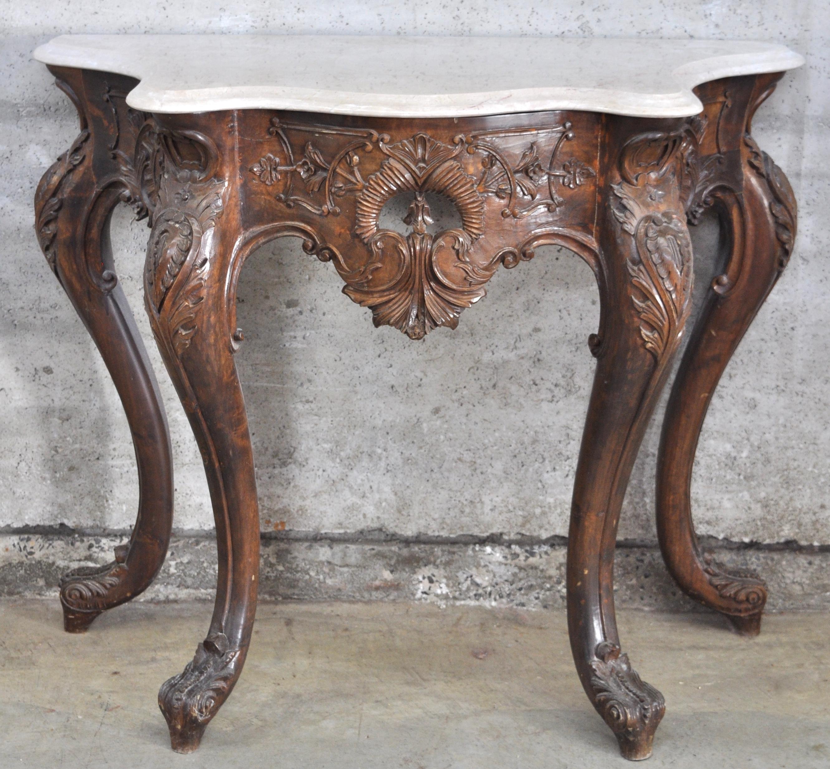 Een wandconsole van gesculpteerd hout in lodewijk xv stijl met een wit marmeren blad jordaens - Garderobe stijl van lodewijk xv ...