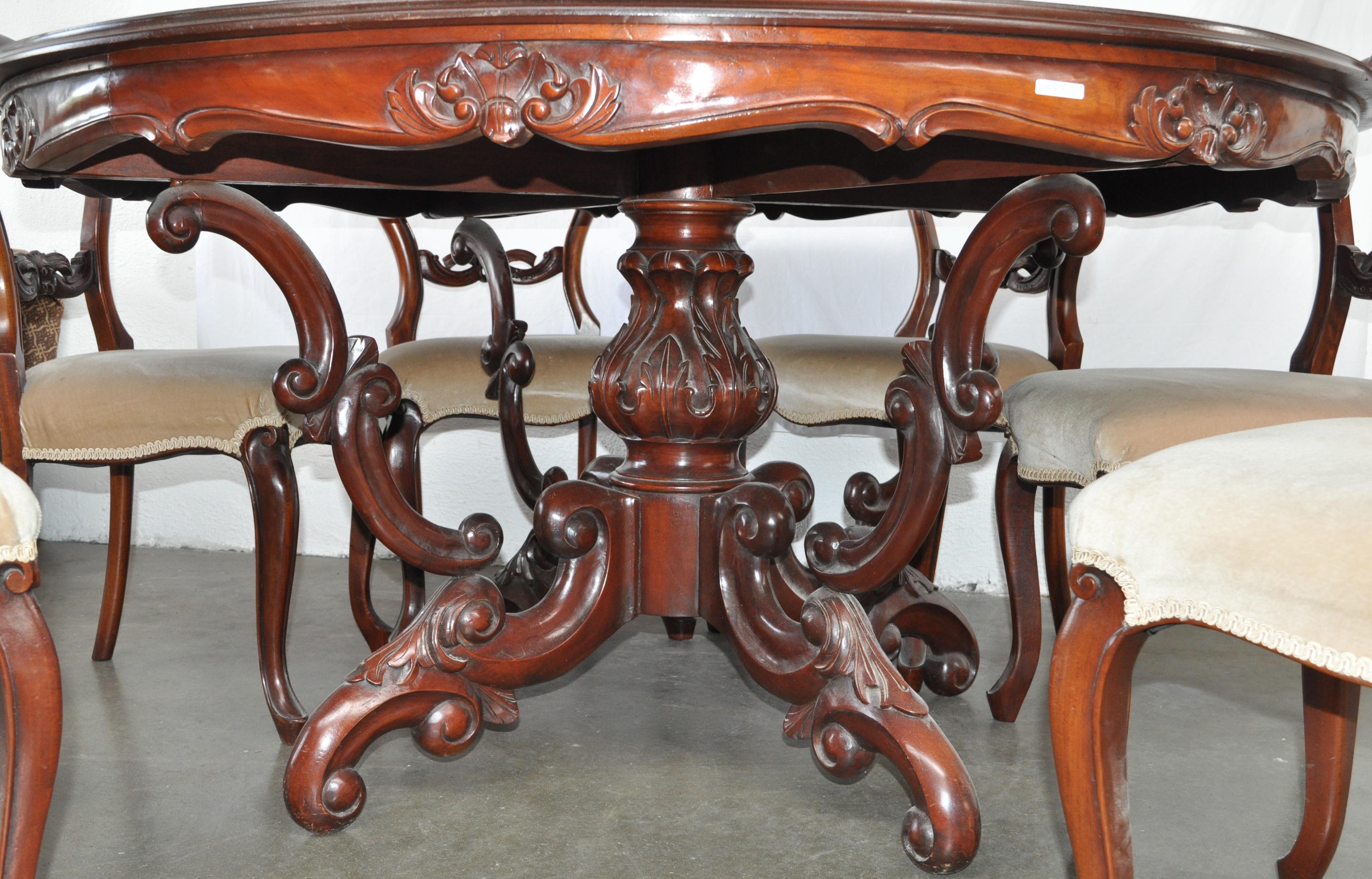 een ronde tafel en zes bijpassende stoelen van mahoniehout in louis philippestijl jordaens n. Black Bedroom Furniture Sets. Home Design Ideas