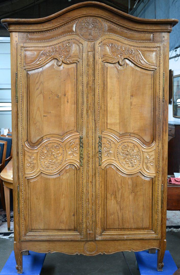 Een bruidskast van rijkelijk gesculpteerd eikenhout in lodewijk xv stijl xixe eeuw jordaens - Garderobe stijl van lodewijk xv ...