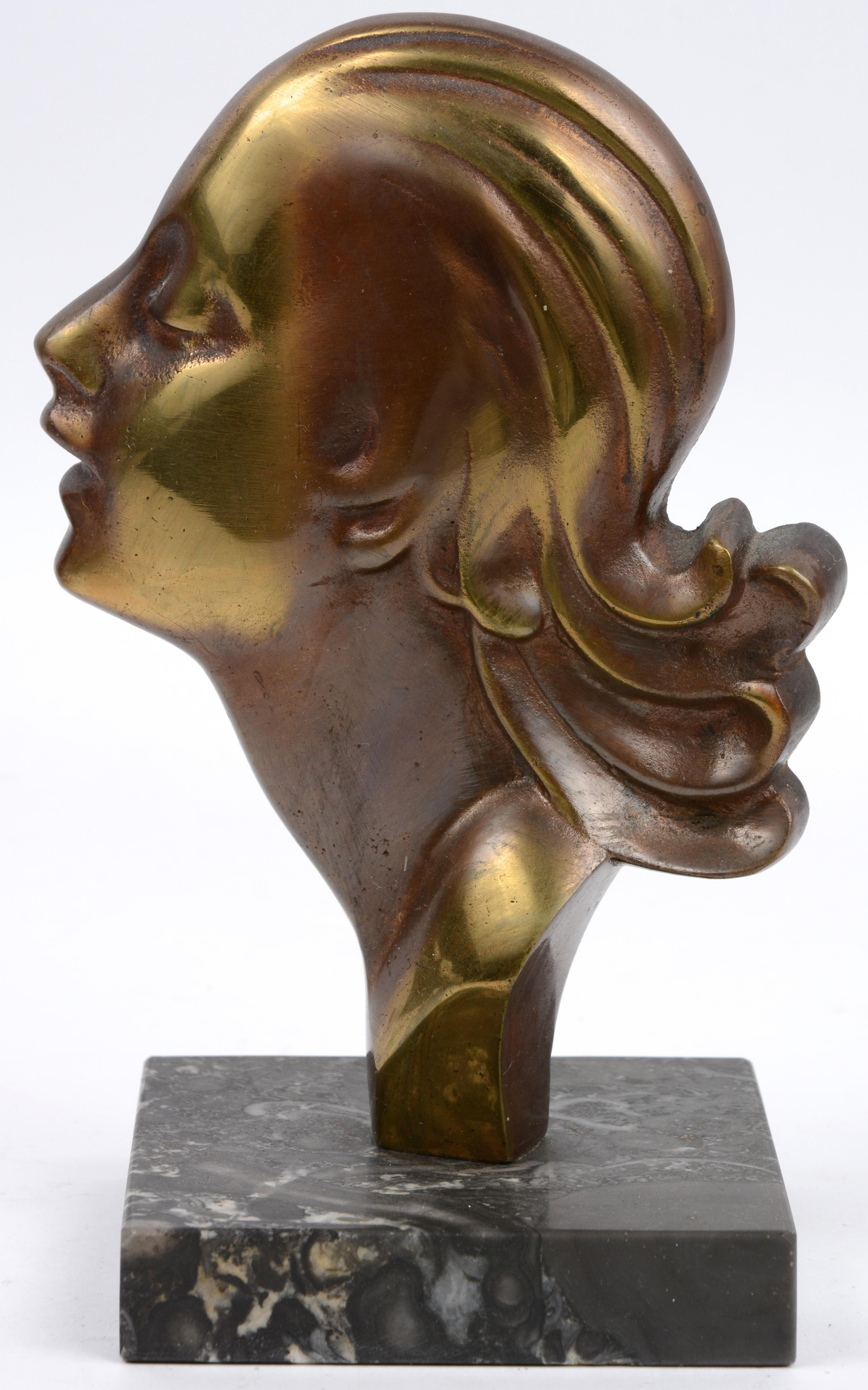 Een bronzen damesprofiel op marmeren sokkel tijdperk art deco jordaens n v veilinghuis - Terracotta sokkel ...