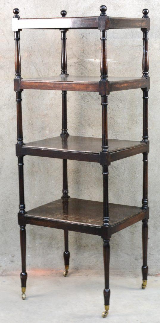 Een bijzetmeubel van donkergelakt hout in vier niveaus op for Keukenstoelen met wieltjes