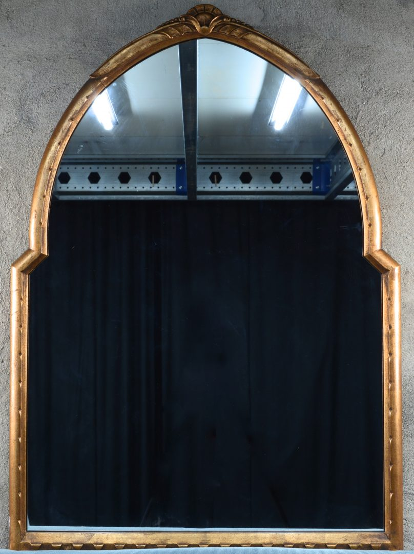 Een naar boven spits toelopende spiegel van goudgepatineerd hout jordaens n v veilinghuis - Arcade spiegel ...