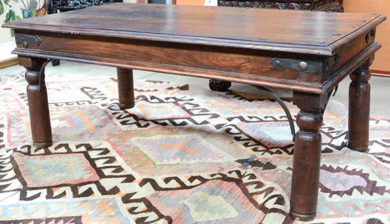 Een aziatische salontafel van tropisch hardhout jordaens n v veilinghuis - Stijl asiatique ...