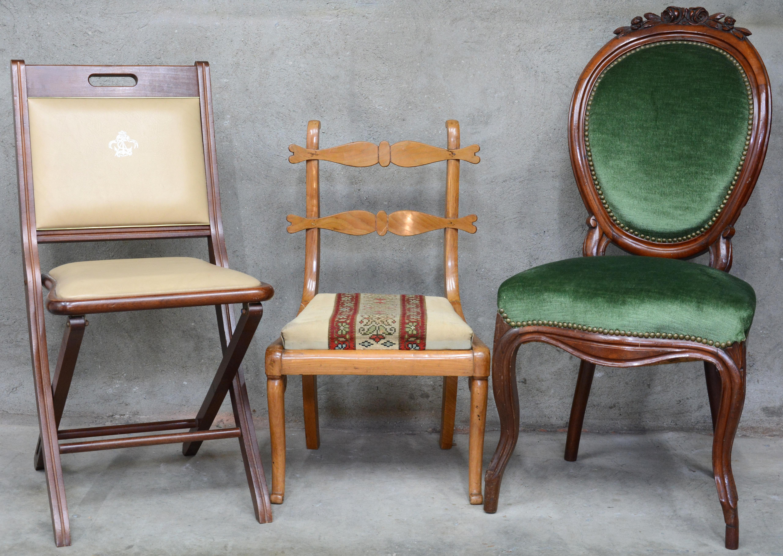Fluwelen Stoel Groen : Een lot van drie verschillende stoelen bijzetstoeltje een