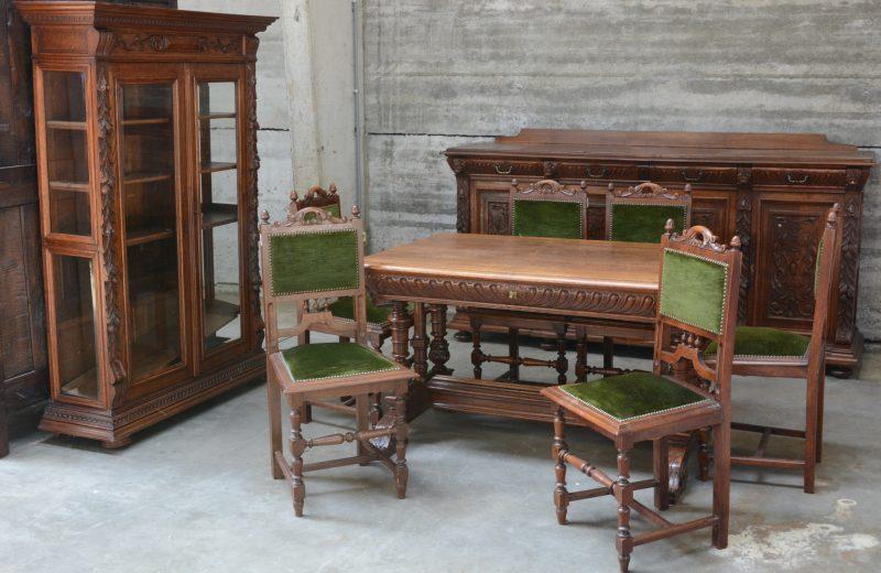 Mechelse Eetkamer Tafel.Een Gesculpteerde Eetkamer In Mechelse Renaissancestijl Bestaande