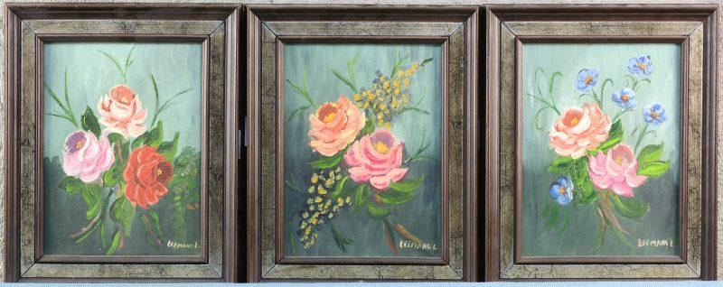 """""""Rozen"""". Een lot van drie schilderijtjes. Olieverf op doek. Gesigneerd."""