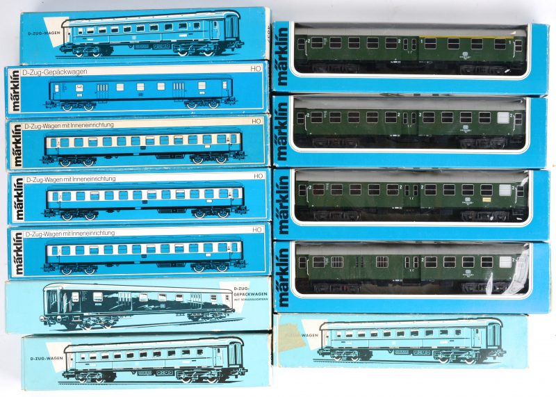 Een lot van twaalf treinwagons voor spoortype HO. Modellen 4026, 4037 (3x), 4044, 4052 (3x), 4131, 4132 (2X) & 4133. Allen in originele doos.