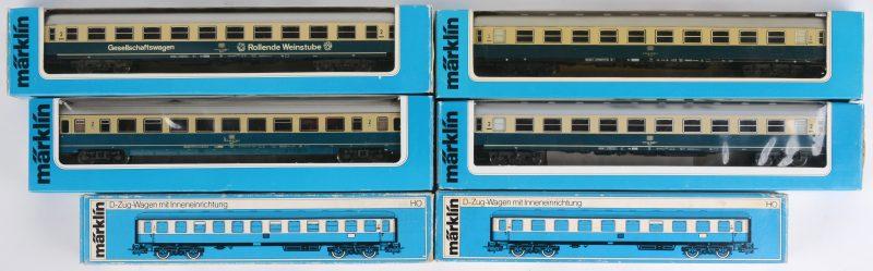 Een lot van zes treinwagons voor spoortype HO. Modellen 4092 (2x), 4096, 4111, 4112G & 4225. Allen in originele doos.