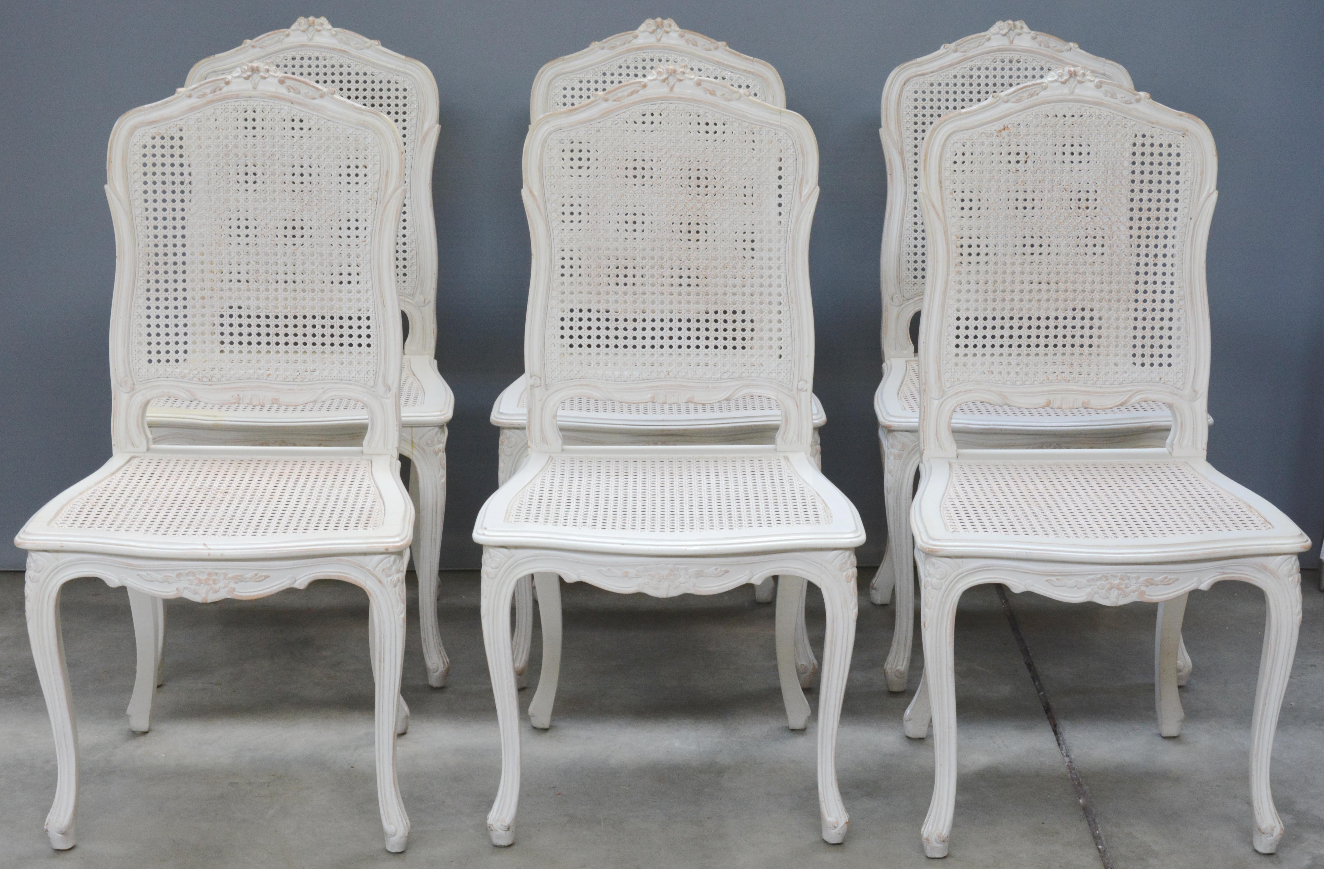 Licht Grijze Stoel : Een serie van zes licht grijze gecanneerde stoelen. u2013 jordaens n.v.