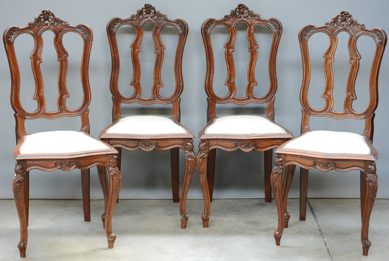 Bekleden Stoel Kosten : Een serie van vier luikse stoelen van gesculpteerd hout recent