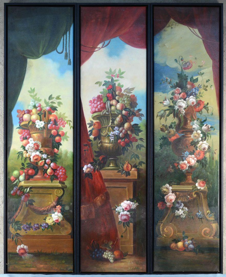 Een paar langwerpige olieverfschilderijen op doek met bloemenstillevens.