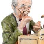 """""""Icecream car en horlogemaker"""". Twee aardewerken beelden. Japans werk."""