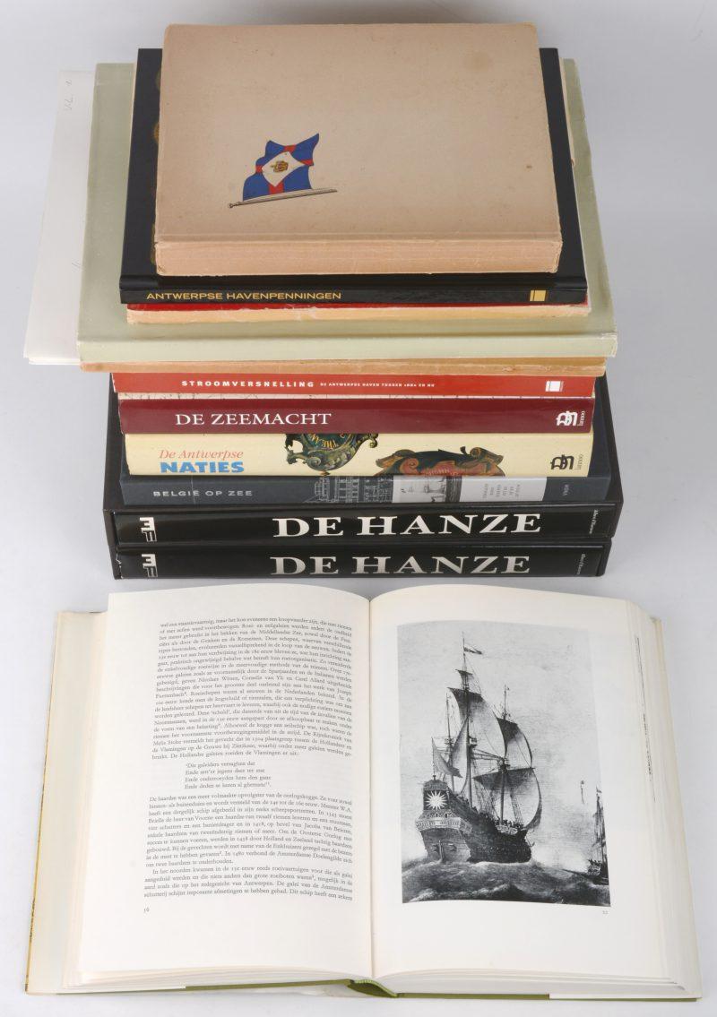 """12 boeken m.b.t. Scheepvaart en de Antwerpse haven: Pandora. """"Stroomversnelling"""" (2002)(met hypsoskaart). """"Antwerpse Havenpenningen"""" (2011). Antwerpen. L. Bonnet, De Bevaarbaarheid van de Schelde"""" (1958). Lannoo. Studiecomité, """"De Zeemacht"""" (1992). Gustaaf Asaert e.a. """"De Antwerpse Naties"""" (1993). Mercatorfonds. Albert D'Haenens, """"De Hanze"""" (1984). En zes andere. Goede staat."""
