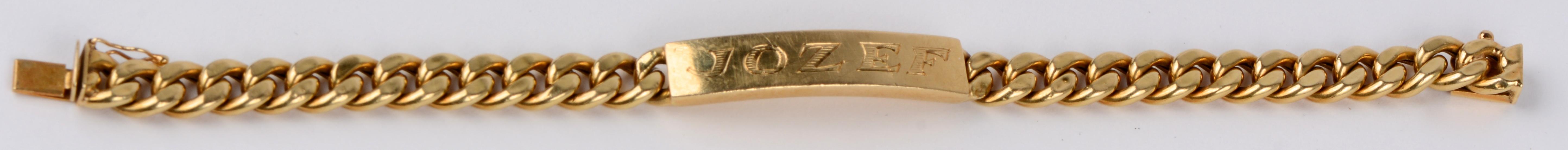 Een 18 karaats geel gouden schakelarmband met de naam Jozef.