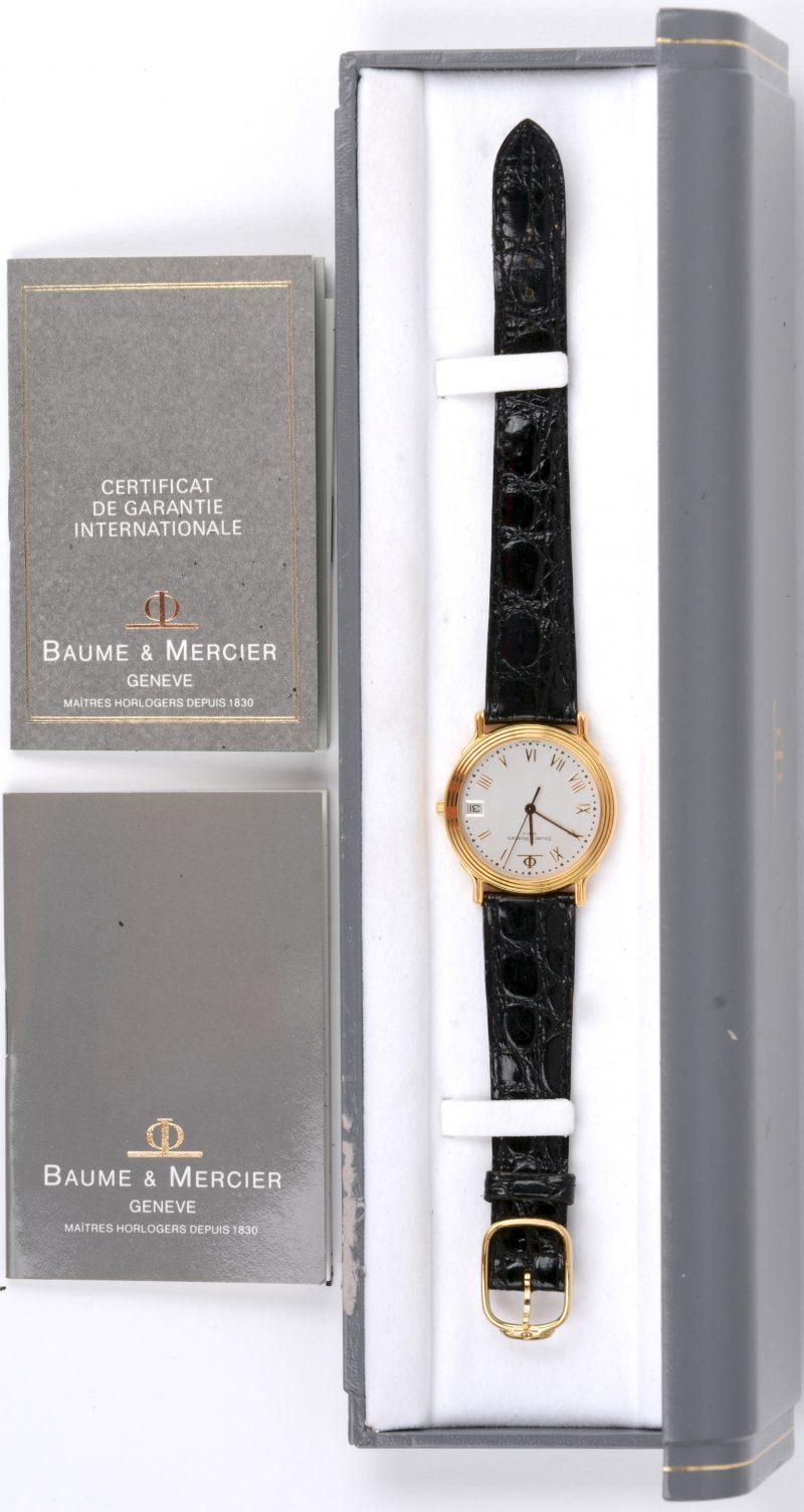 Een 18 karaats geel gouden horloge met lederen polsband. Quartz. Met certificaat en in origineel etui.