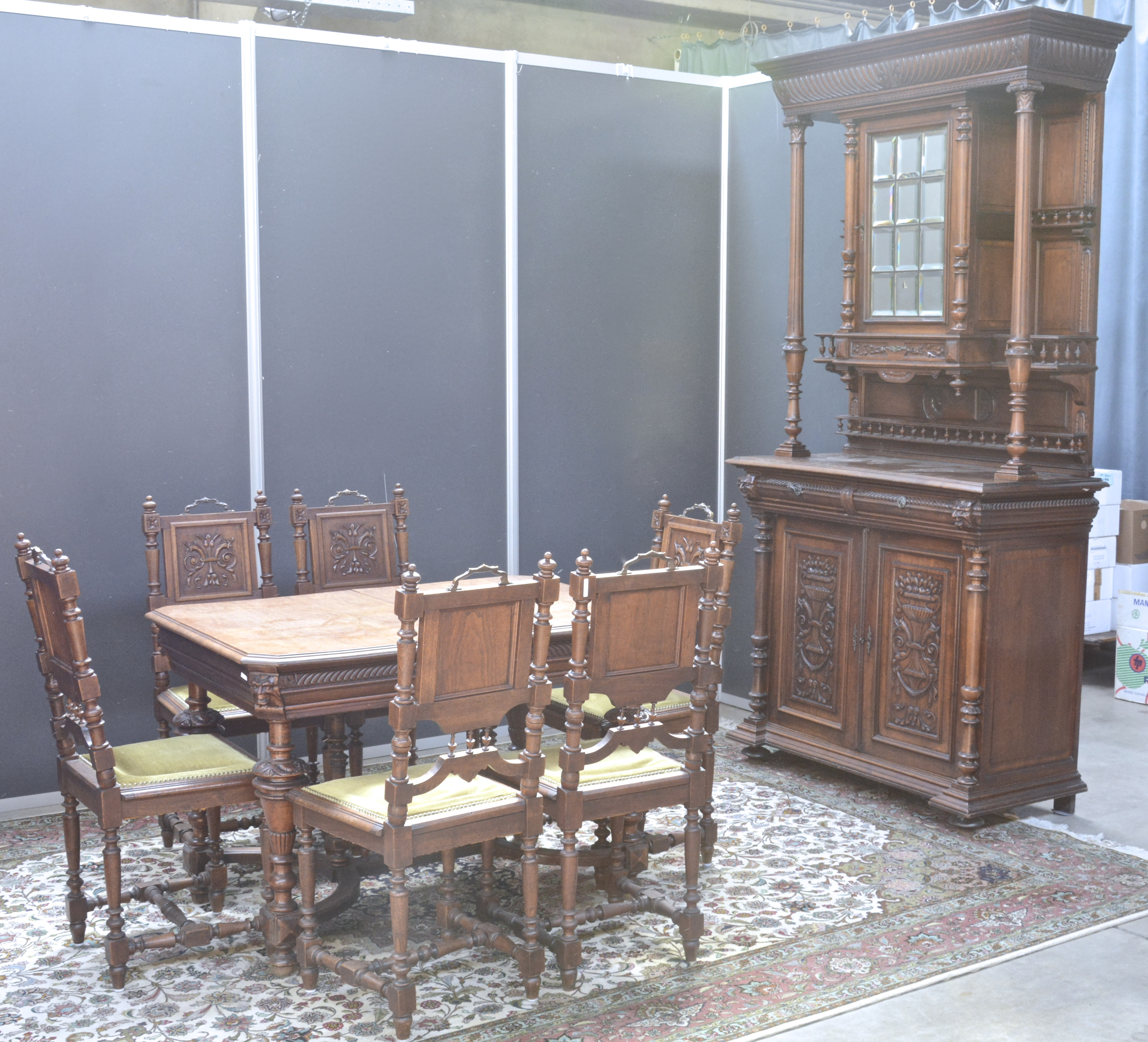 Mechelse Eetkamer Tafel.Een Eetkamer In Mechelse Renaissancestijl Bestaande Uit Een