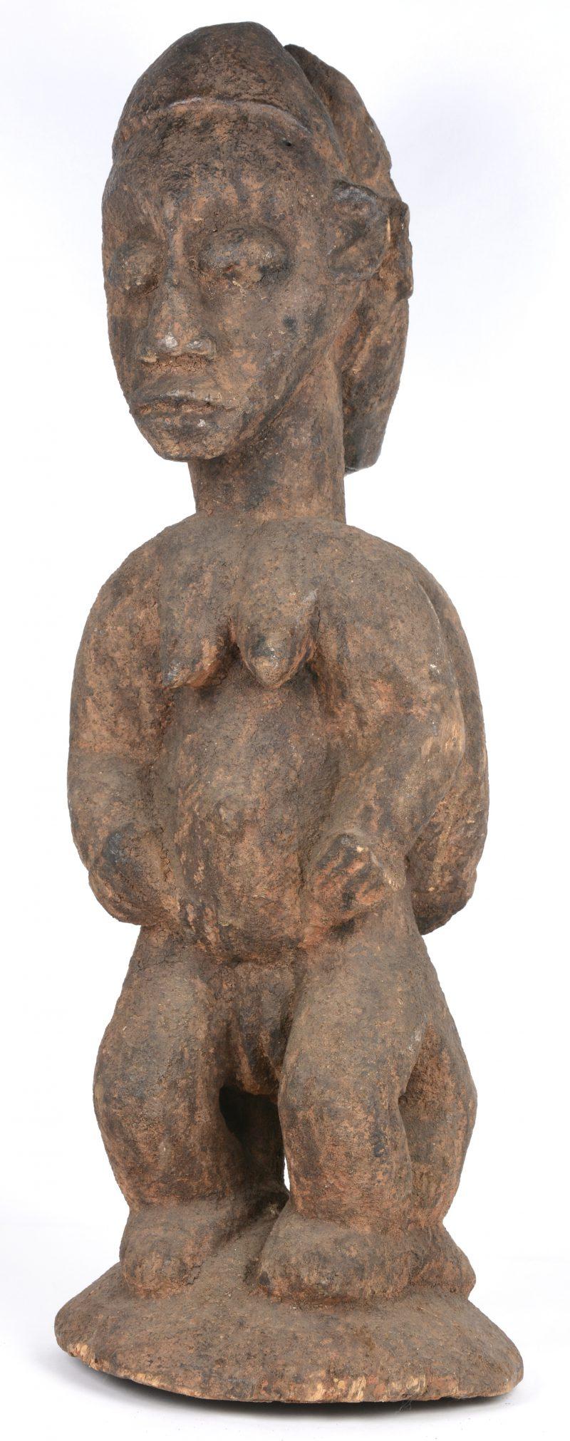 Een dubbelzijdig houten voorouderbeeld. Afrikaans werk.