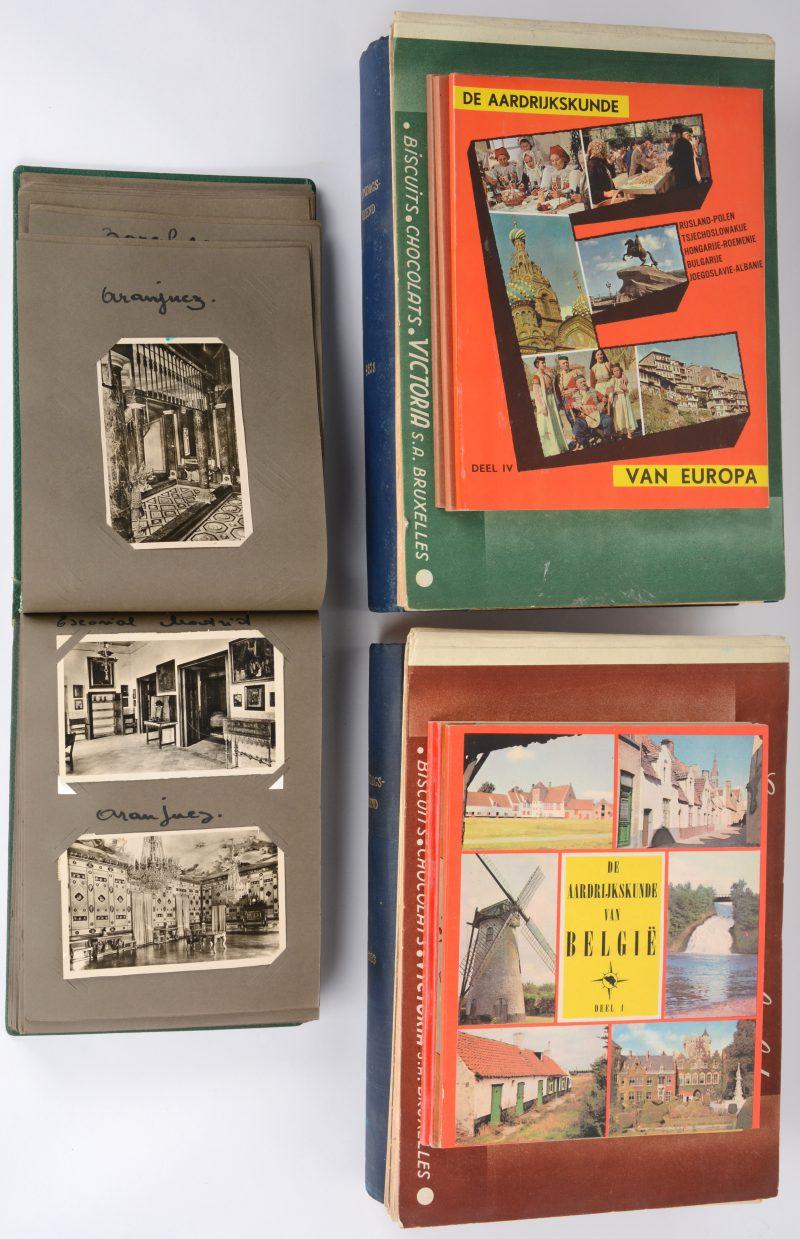 Een lot boeken, bestaande uit negen chromo-albums, twee delen met gebundelde uitgaves van de Zondagsvriend en een album met oude postkaarten.