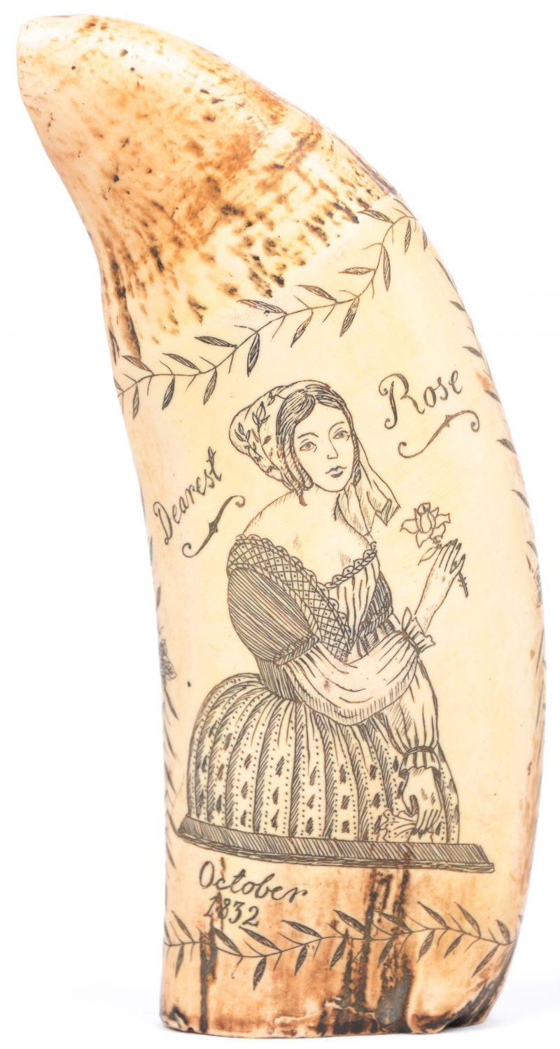 """""""Dearest rose"""" Een replica van een XIXe eeuwse walrustand met gegraveerde decors."""
