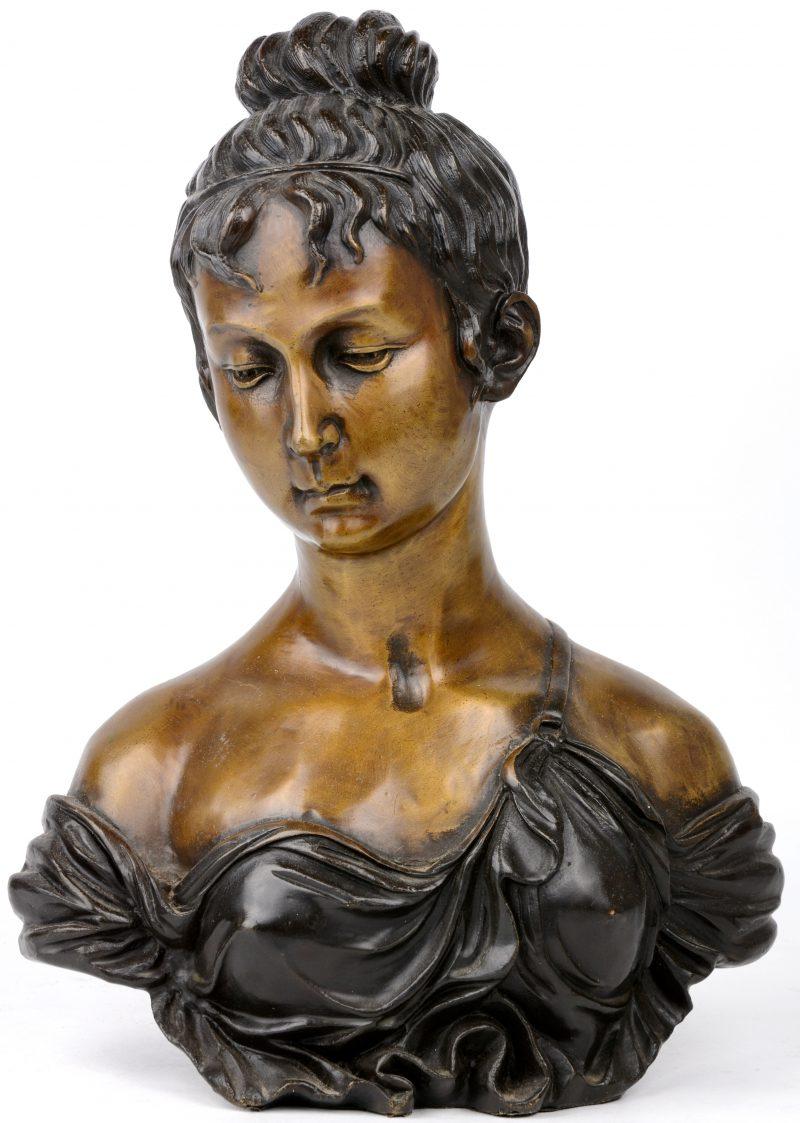 Een classicistische buste van brons.