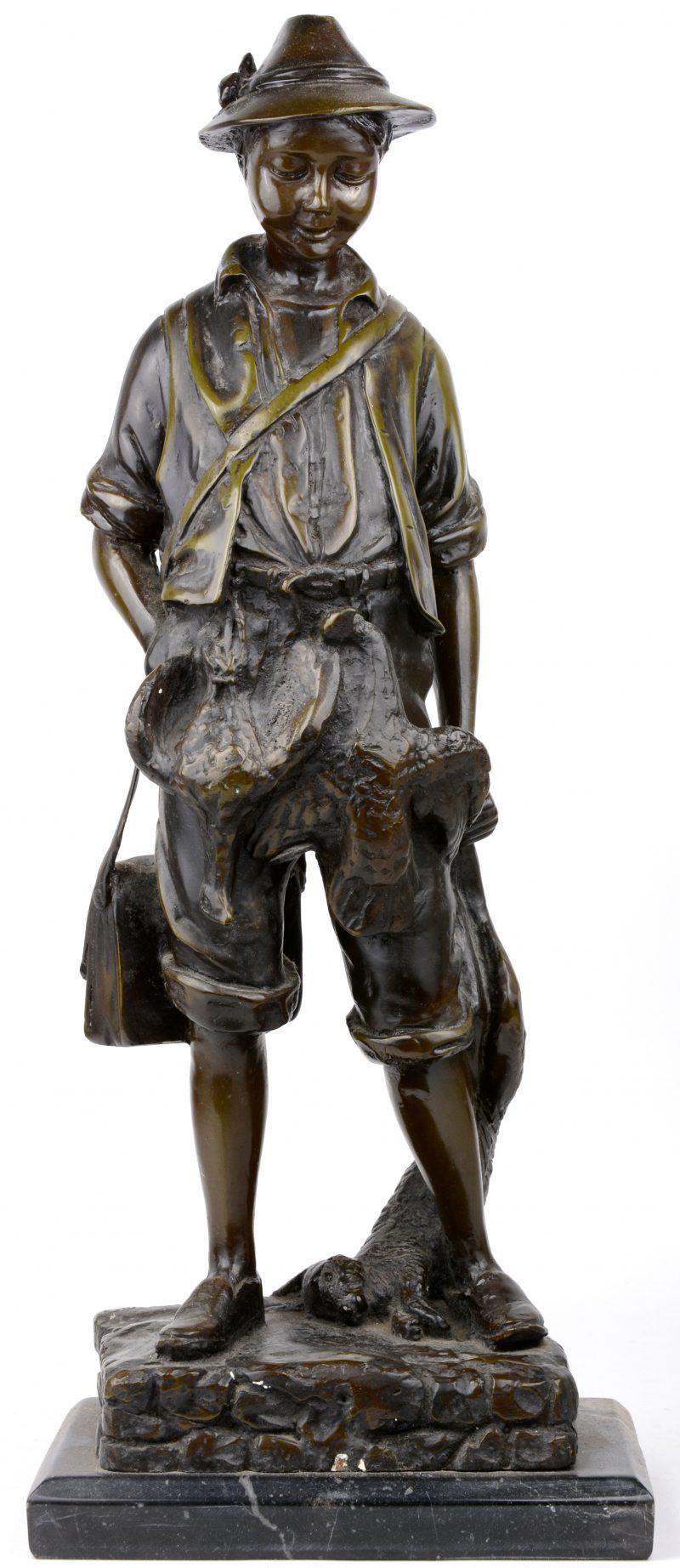 """""""De jager"""". Een bronzen beeld op arduinen voetstuk naar een werk van Moreau."""