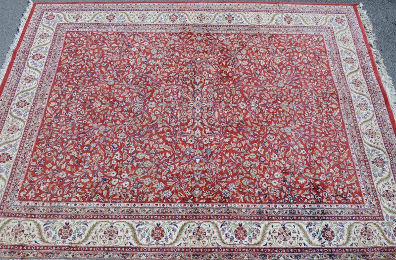 Een handgeknoopt Indisch wollen tapijt. Goede staat.