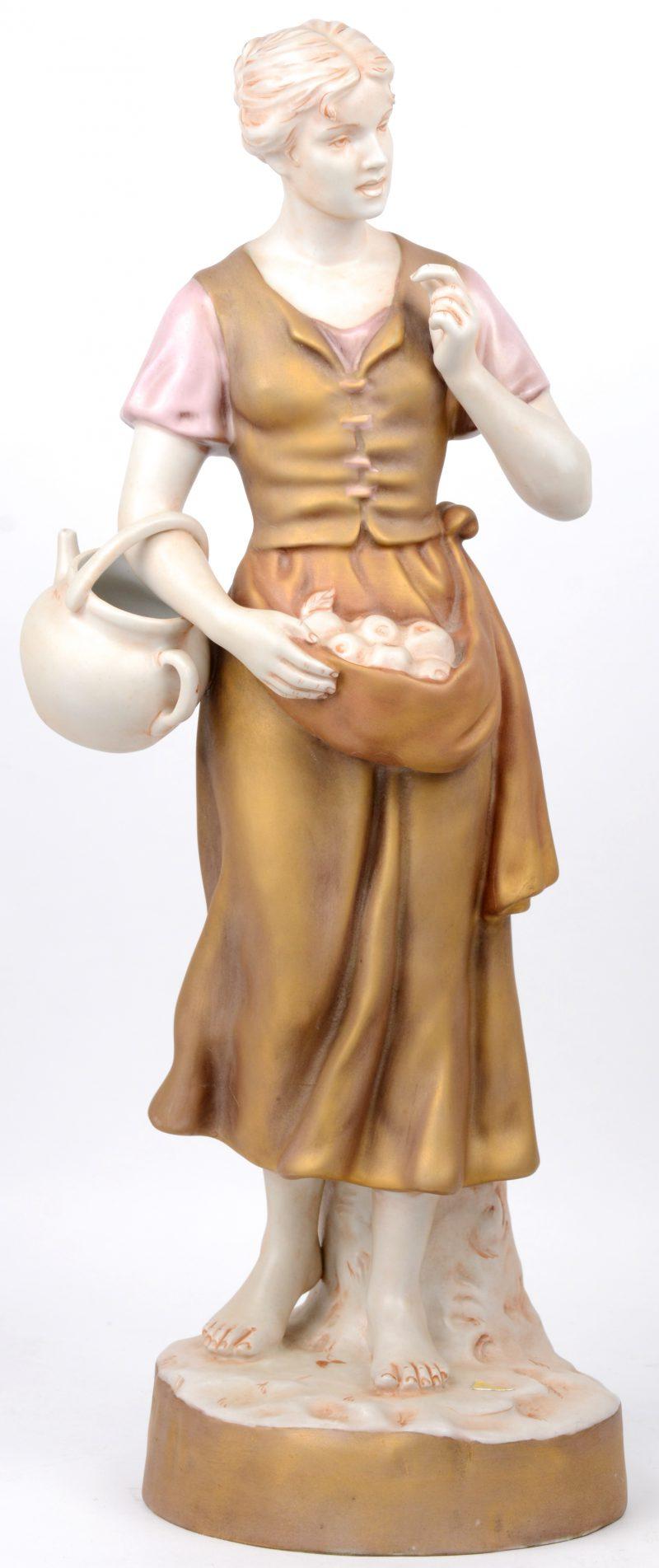 """""""Jonge vrouw met appelen"""". Een porselein met meerkleurig patina. Gemerkt onderaan en met sticker. Gaaf."""
