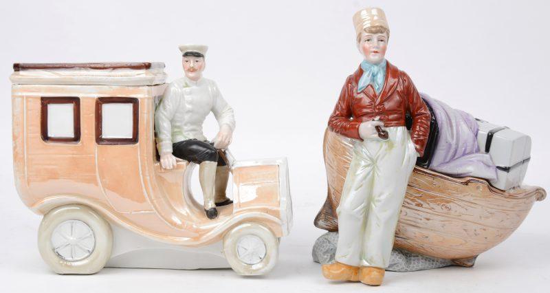 Twee tabakspotten van meerkleurig porselein, waarbij één in de vorm van een visser bij een sloep en de andere van een man op een vrachtwagen. Gaaf. Begin XXe eeuw.