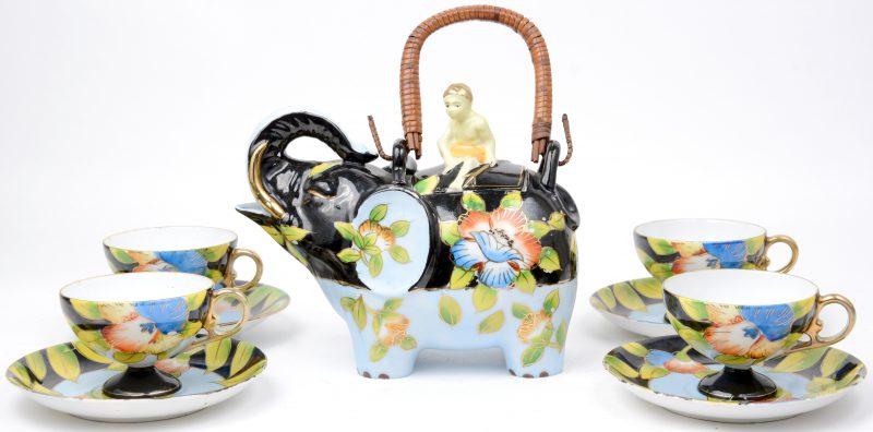 Een Chinees porseleinen theeserviesje, bestaande uit een theepot in de vorm van een olifant en met vier kopjes met ondertasjes.
