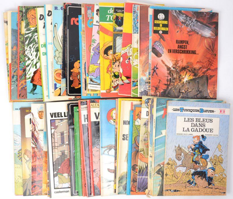 Een lot van 58 strips waaronder Alex, De Blauwbloezen, de miniemensjes, Buck Danny en andere. Vier onder hen in het frans.