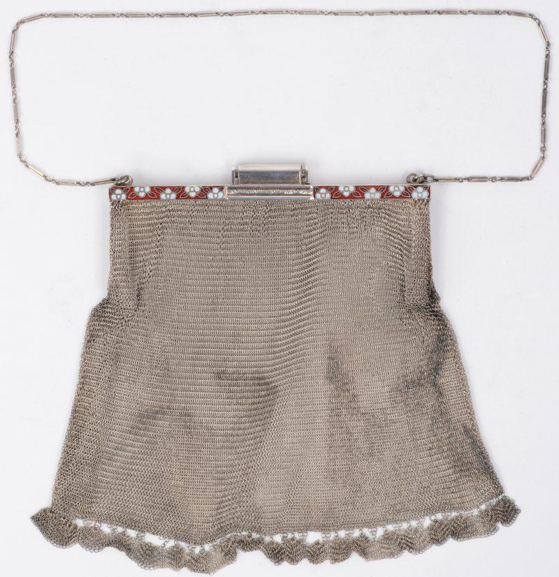 Zilveren handtasje met emaillen rand.