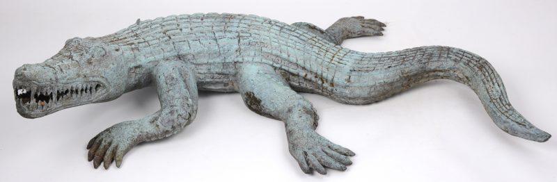 Een bronzen krokodil.