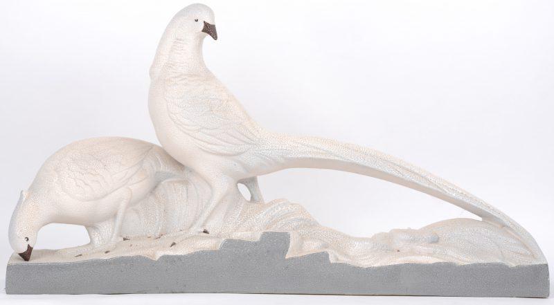 """""""Koppel fazanten"""". Een art deco groep van aardewerk."""